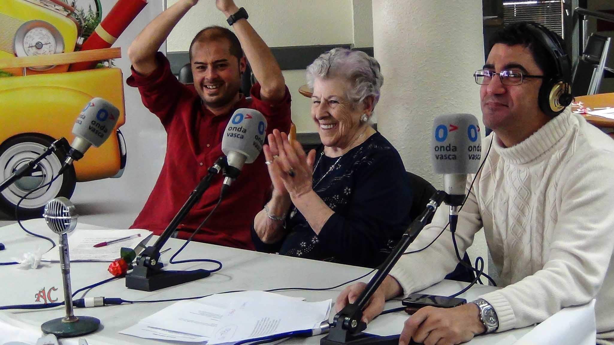 Txemi del Olmo y Cesar Fernadez con una invitada al programa