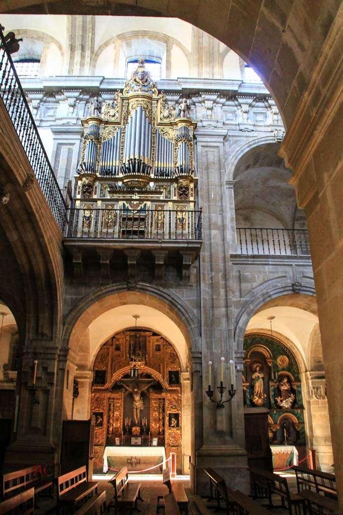 detalle del organo de la Iglesia de Santa María en Lourenza