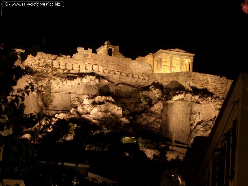 La Acropolis de Noche