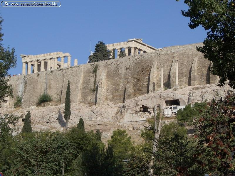 La Acropolis desde Abajo