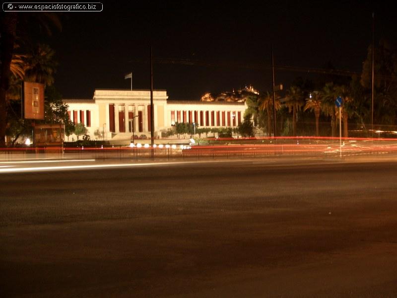 Parlamento de Grecia nocturna