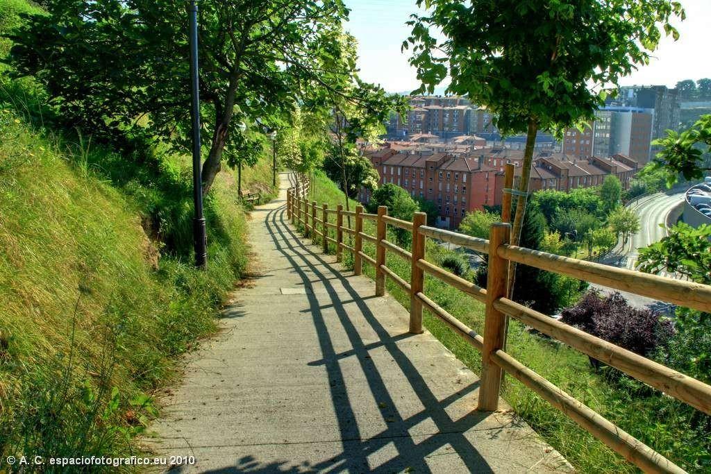 Bilbao_Bizkaia_Senda en el parque de Recalde_Bilbao