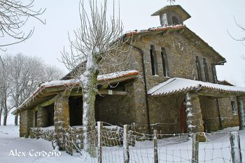 Lateral de la ermita de Andra Mari en Urbia