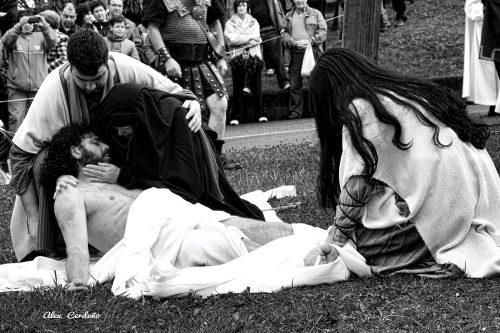 La virgen llorando la muerte de Jesus