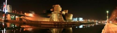 Panoramica del Guggenheim de noche