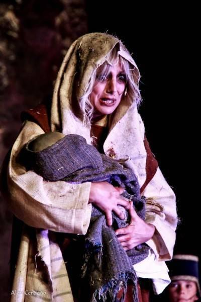 La mujer con el niño Muerto