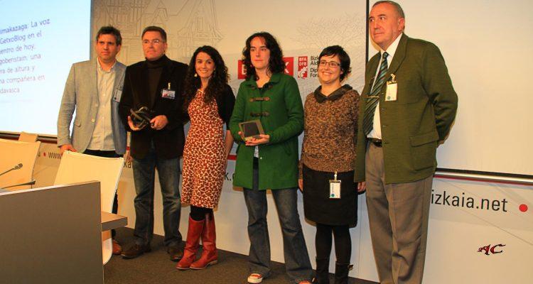 Getxoblogs Premiados y Mikel agirregabiria con el aclade Imanol Landa , Patricia Cancelo y Lorena Fernandez